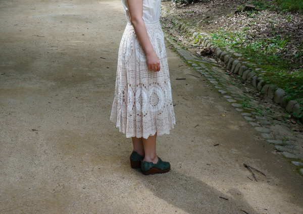 アイボリー色のかぎ針編みワンピース