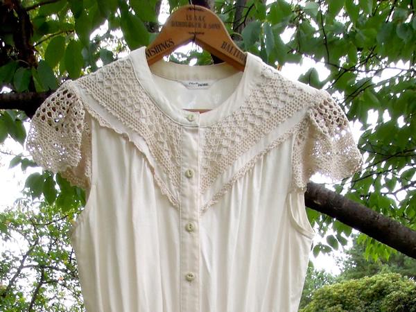 かぎ針編みフレンチスリーブワンピースの前上半身