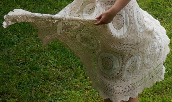 かぎ針編みスカートが風に舞う