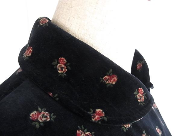 アンティーク黒ワンピースの衿もと