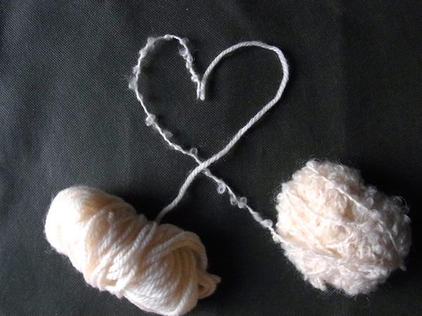 毛糸からフェルトボールの作り方