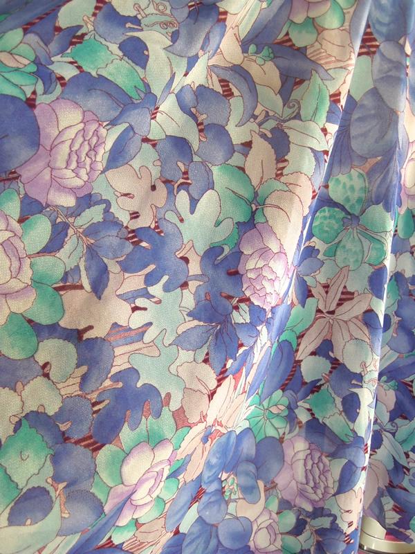 アンティーク青い花柄生地