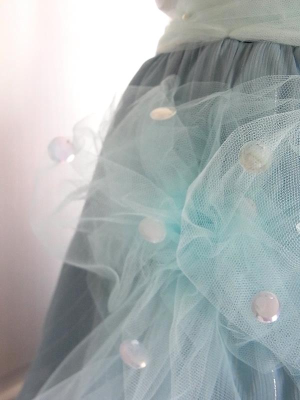 ワンピースから舞台用スカート室内写真