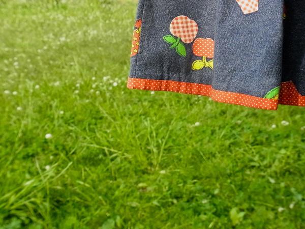 デニム風プリントジャンパースカートの裾