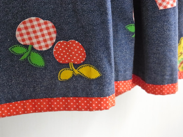 アップル柄スカート