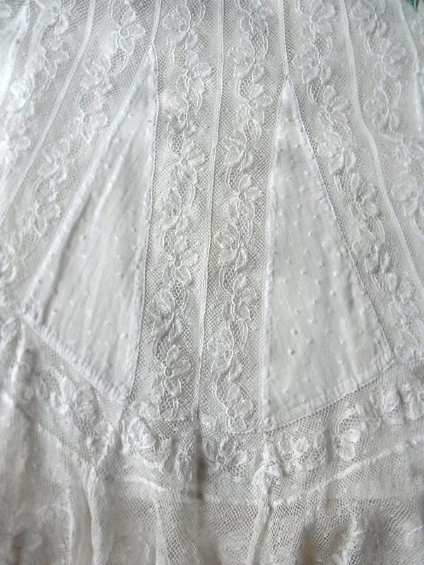 レースと生地を縫い合わせたスカート