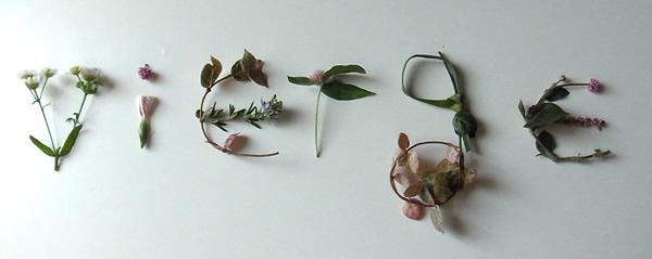 ローブヴィエルジュの花で作った文字