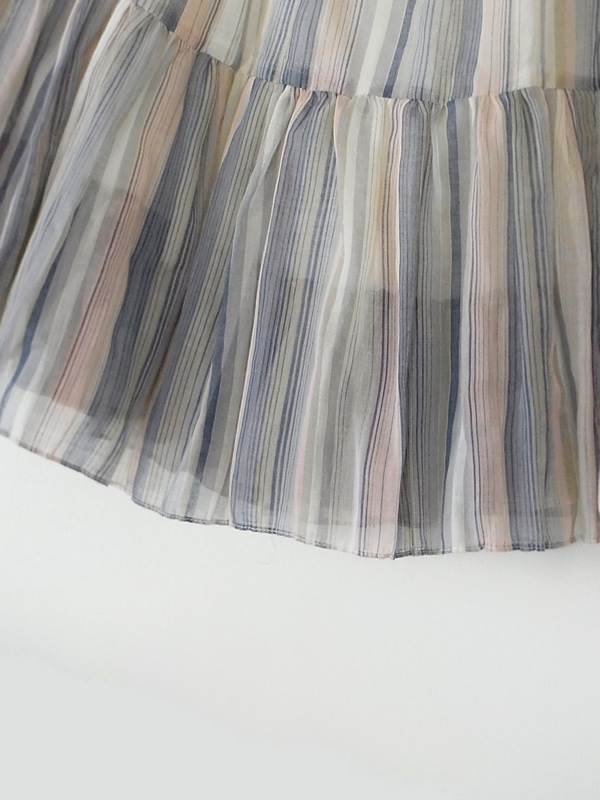 スカート裾フレアー