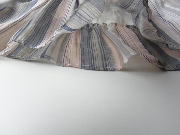 裏スカートの裾