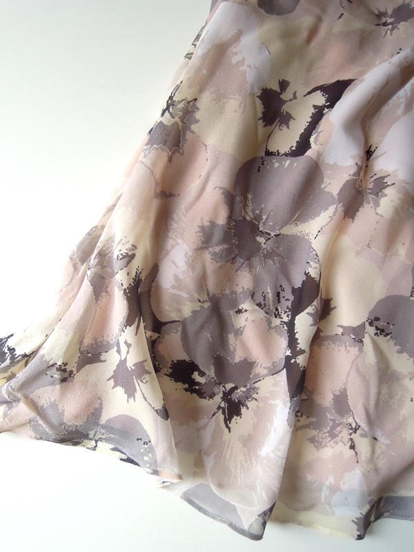 シルクドレスのスカート部分