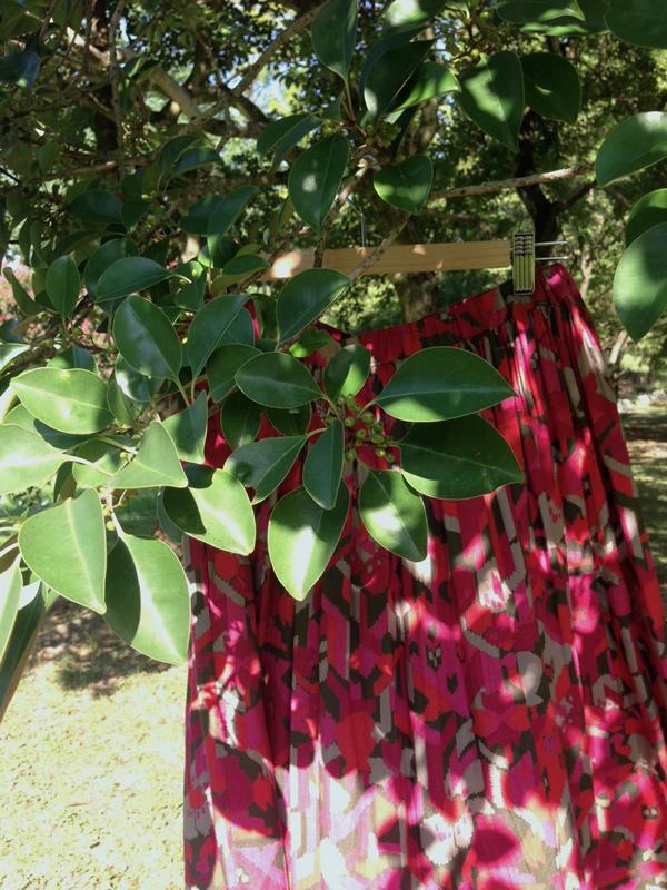 ピンクのリメイクスカート