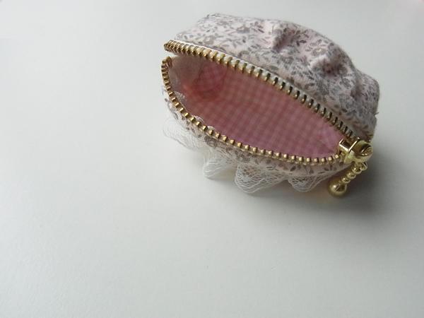 ピンクの布製コインケース