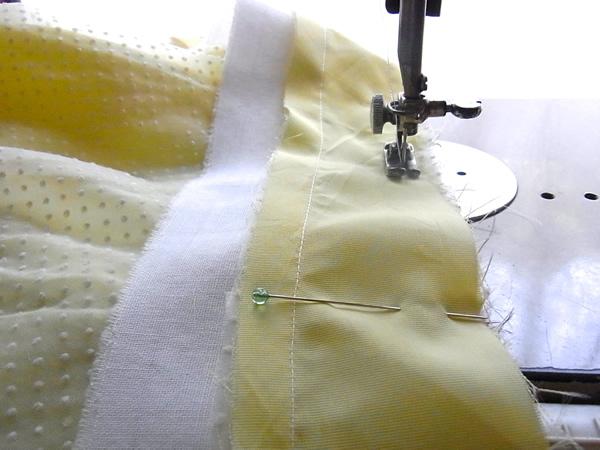 リメイクスカートのベルトを縫製