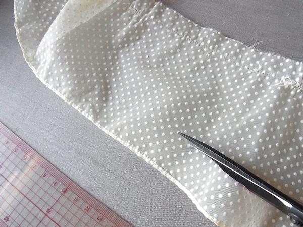 リメイク工程のベルト布をを裁断