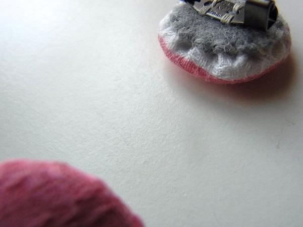余り布で作ったブローチ