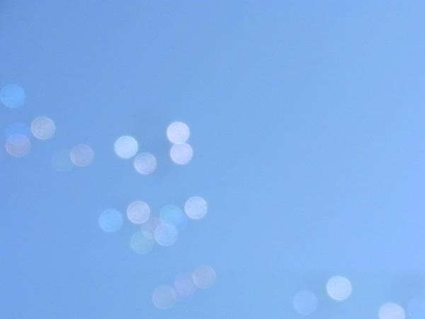 空に水玉の光