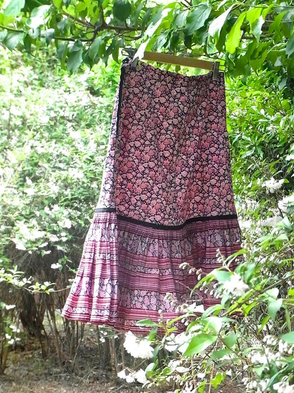 裾切り替え線で丈をカットしたスカート