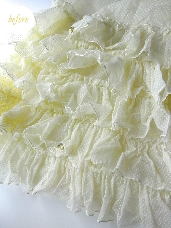 黄色のアンティークドレスのフリル