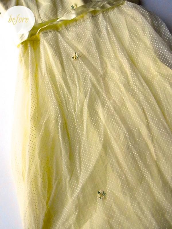 黄色のアンティークドレスの平置き写真