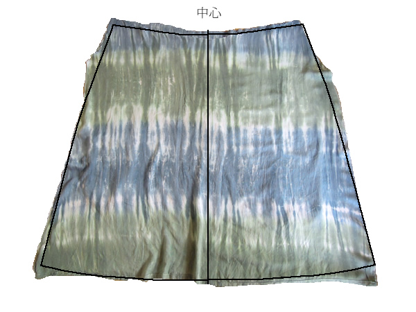 スカートのパターン通りに裁断
