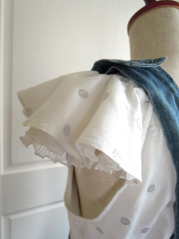 長袖から袖フリルにリメイクしたブラウスのコーディネート写真