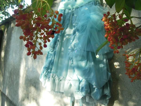 赤い実とリメイクスカート