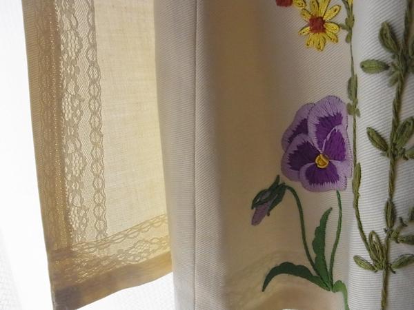 アンティーク白いラップスカート裾