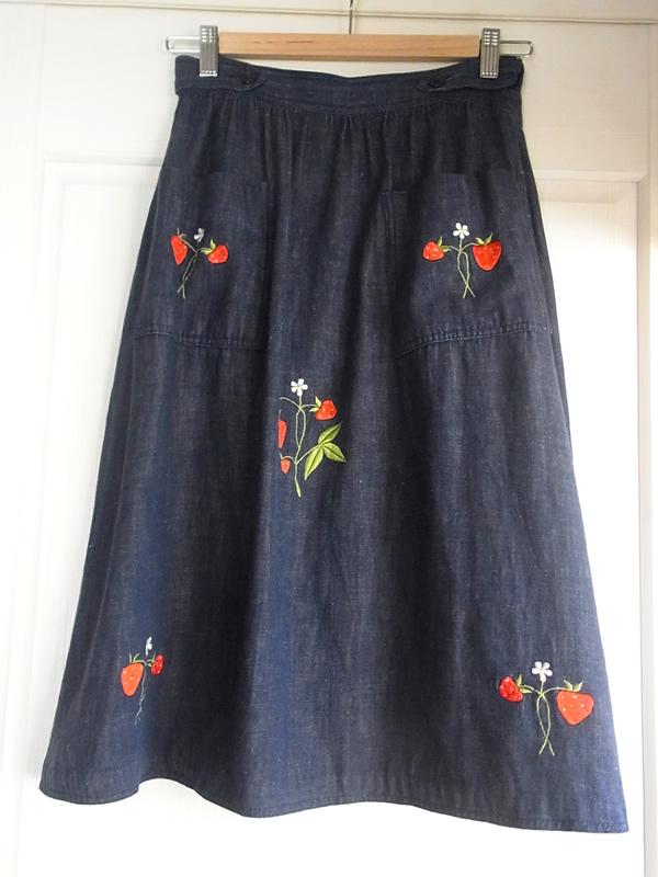 苺刺繍スカート後
