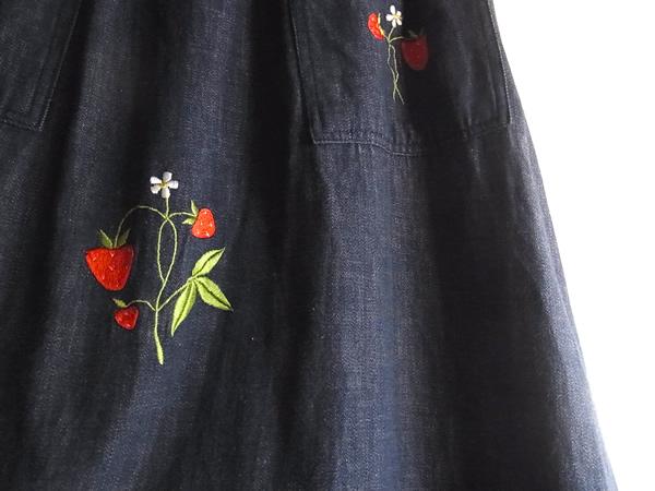 アンティーク苺刺繍スカート