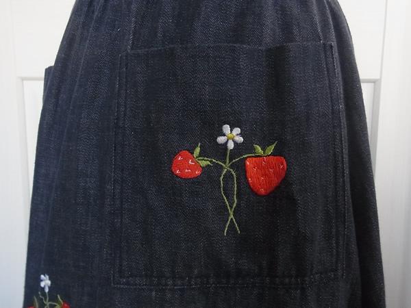 デニムの苺刺繍スカートポケット
