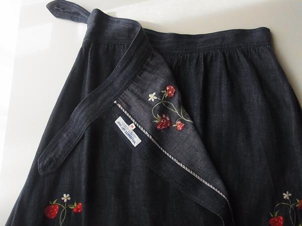 苺刺繍スカートのラップ説明
