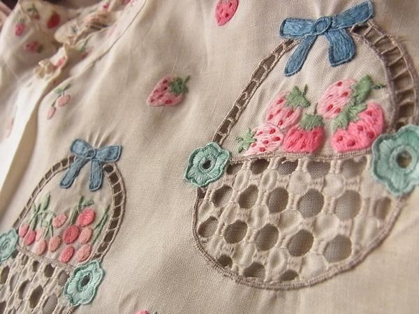 苺とさくらんぼの刺繍