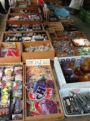 四天王寺の蚤の市の雑貨屋さん写真