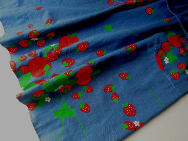苺柄ワンピースのスカート