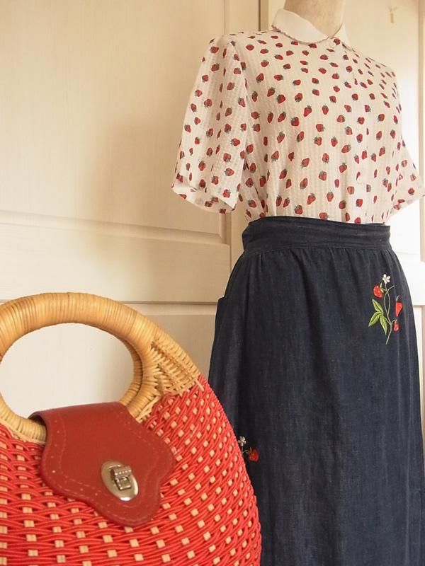 苺刺繍スカートコーディネート