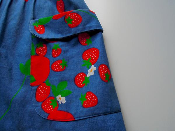 苺柄ワンピースのポケット