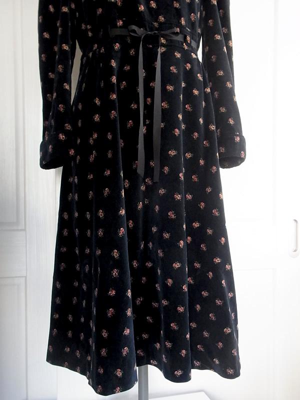 アンティーク・衿付き別珍ワンピースののスカート