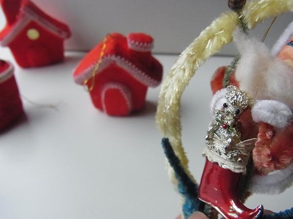 サンタと犬のブーツブローチ