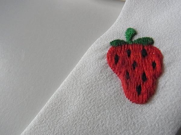 いちごの刺繍