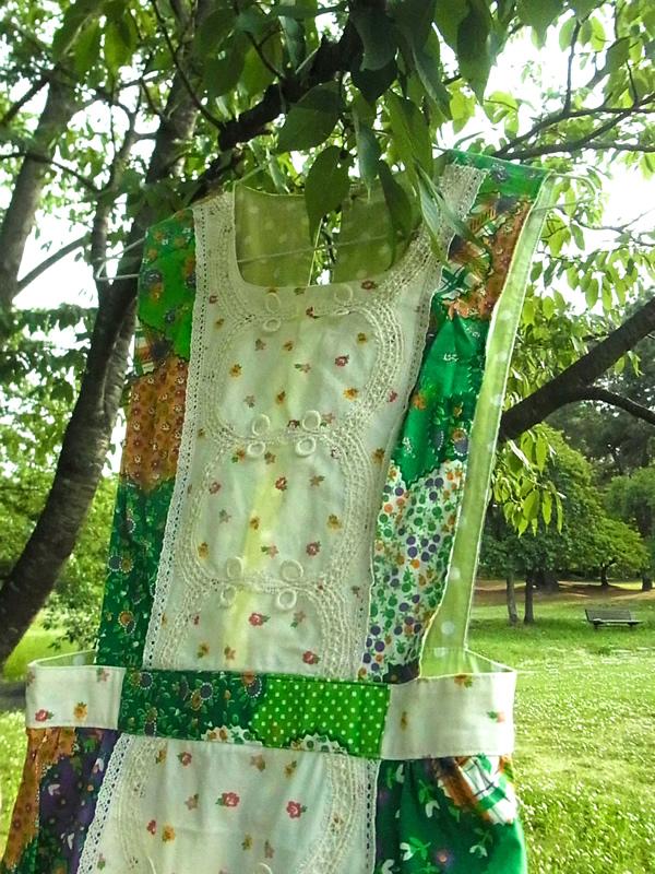 パッチワーク柄のジャンパースカート