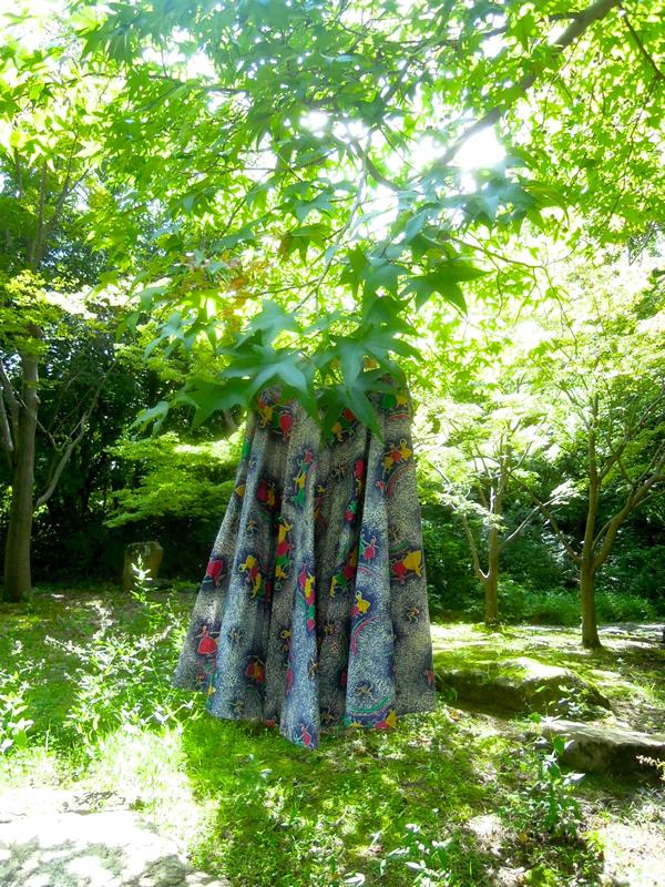 バレリーナ柄スカート屋外写真