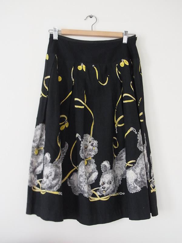 アンティークプードル柄黒スカート