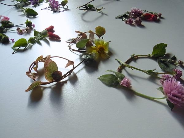 テーブルに並べた花文字