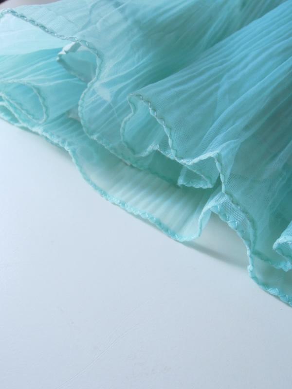 アンティークドレスの裾