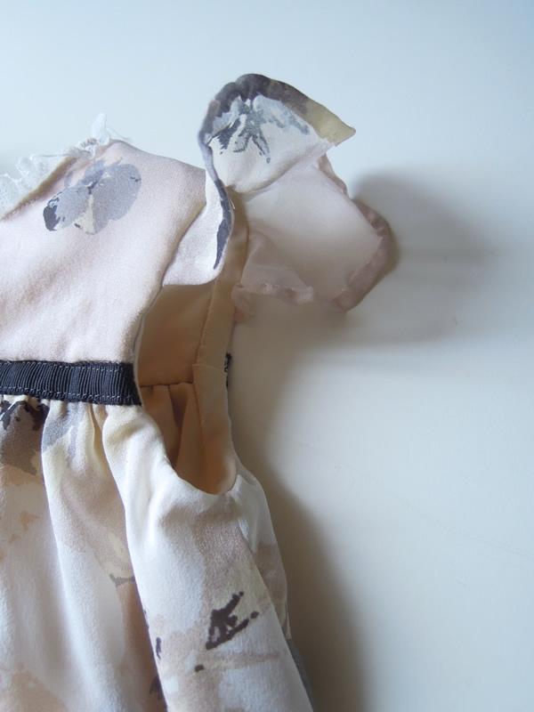 フリル袖ドレス