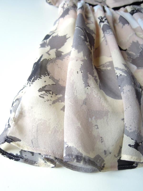 ベビーシルク製花柄ドレス